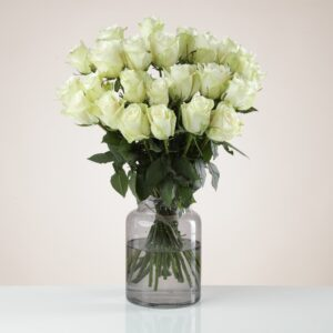 24 Fairtrade White Roses
